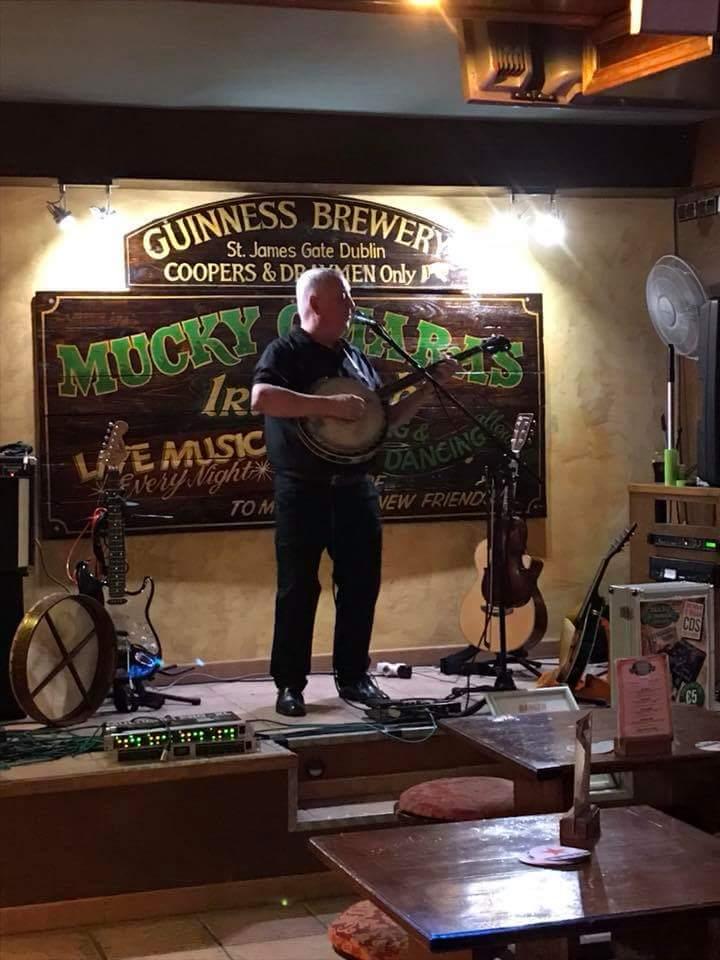 Brendan O'Brian irsk trubadur spiller på Mucky O'Marras i Alcudia