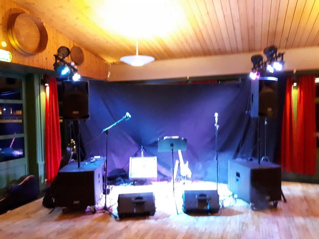 G-Kroen Magnor ble underholdt av EVO Partyduo på åpent julebord
