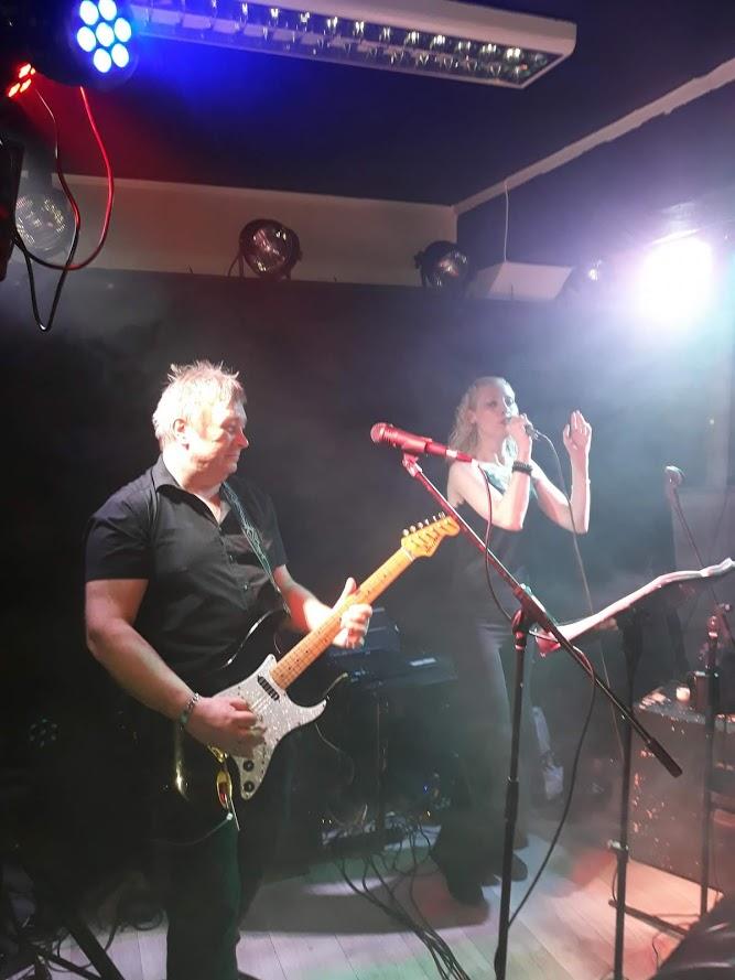EVO rocker Dickens Pub i Drammen
