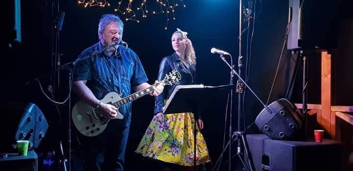 Spiller til dans i 50-årslag på Aurskog i Akershus