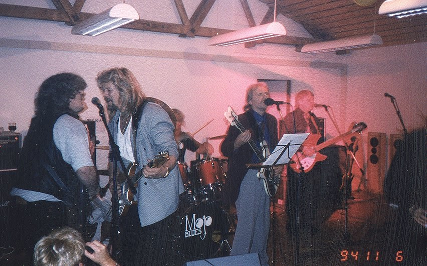 Mojo Blues øvde i lokalene til Electrocompaniet, men det spilte også der på firmafestene for de ansatte. Det var kjempetøft!
