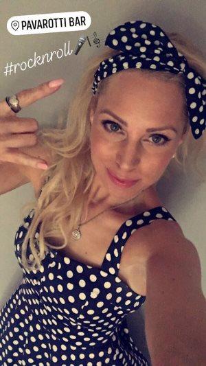 EVO's Nina poserer på Pub i Drammen