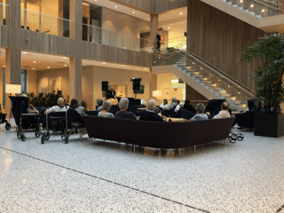 Enmannsbandet StingRay underholder på LHL-Sykehuset Gardermoen