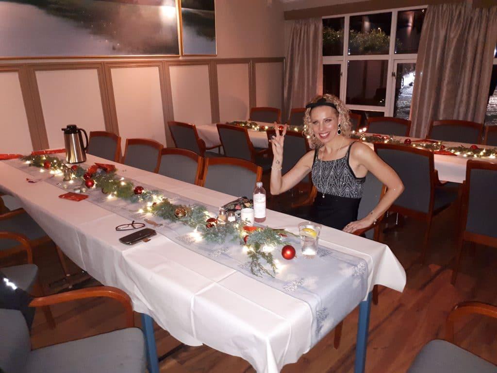 Nina på julemiddag backstage