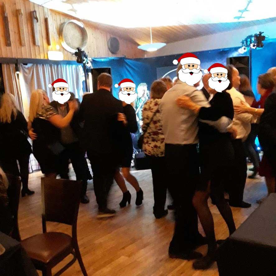 Dansegulvet gynger på åpent julebord