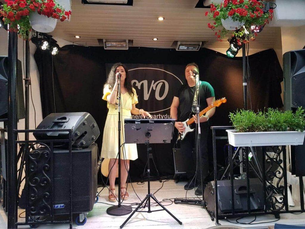 EVO Partyduo med Hanne Boudreaux spiller på Pavarotti i Drammen.
